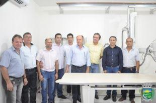 Prefeito Municipal de Paraíso das Águas entrega equipamento de raio X, revelador digital e um veículo 0 km