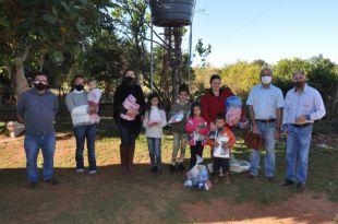 Assistência Social de Paraíso das Águas entrega kit higiene pessoal, cobertores e agasalhos