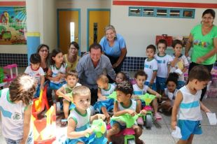 Prefeitura de Alcinópolis entrega novos brinquedos para Educação Infantil