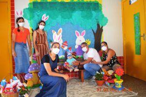 Secretaria de Educação distribui ovos de Páscoa para crianças nas Escolas Municipais