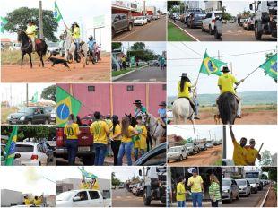Adesivaço, buzinaço e carreata com carros, motos, bicicletas e até cavalos marcam carreata pró-Bolsonaro em Paraíso das Águas