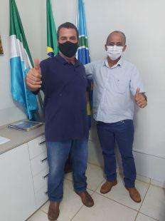 Prefeito Municipal de Paraíso das Águas recebe a visita do produtor rural e ex prefeito de Chapadão do Céu