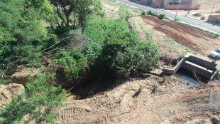 PMA autua comerciante por degradar área protegida por lei ao desviar curso d'água em Coxim