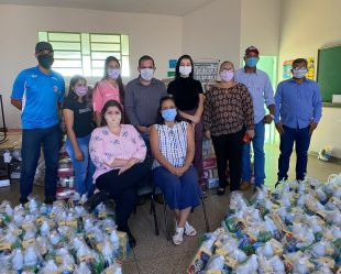 Familias do Programa Bolsa Família, recebem cestas básicas .